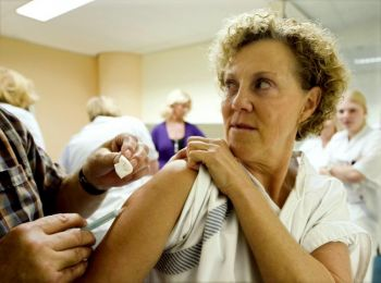 health_care_workers_flu_shots_93007470