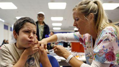 Pediatrician-Doctor-Child-Medicine-Shot-Vaccination